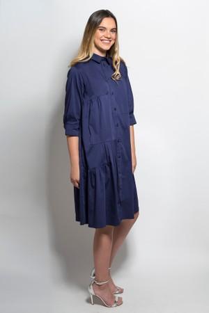 שמלה מכופתרת בגזרת אוברסייז כחולה