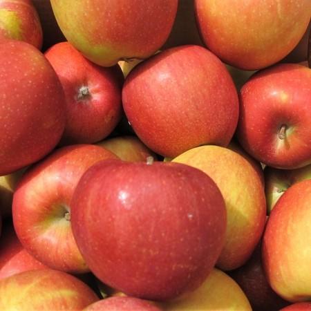 """תפוח עץ אורגני  - ג'וליאט - החל מ-1 ק""""ג - יבוא"""