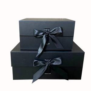 אריזת מתנה מהודרת שחורה/סרט שחור