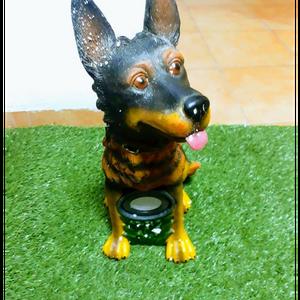 צורת כלב עם אור סולארי חזק