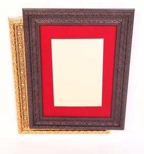מסגרת דקורטיבית עם רקע בד אדום 7 ס''מ