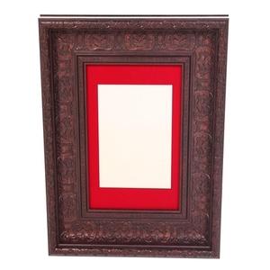 מסגרת דקורטיבית עם רקע בד אדום 9 ס''מ