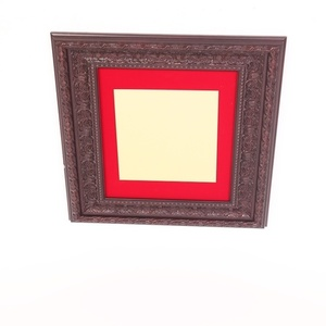 מסגרת דקורטיבית עם רקע בד אדום 5 ס''מ