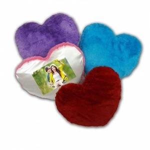 כרית סאטן ופרווה בצורת לב