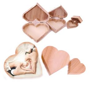 שלוש קופסאות בצורת לב עם תמונה