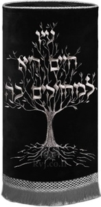 """מעיל לס""""ת עץ חיים"""