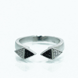 טבעת מעוינים שיבוץ שחור