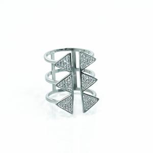 טבעת משולשים משובצת