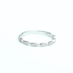 טבעת דקה משובצת