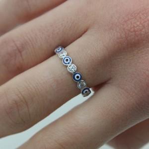 טבעת עיניים קטנות