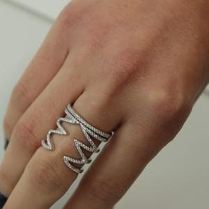 טבעת שפיצים משובצת