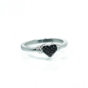 טבעת לב שיבוץ שחור