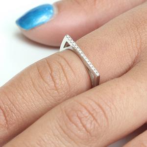 טבעת פס משובצת