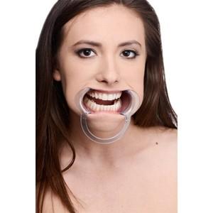מפסק דנטלי מפלסטיק מונע דיבור וחושף את השיניים