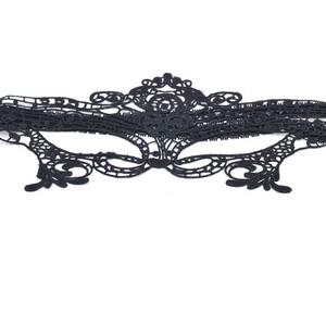 מסיכת נשף מתחרה שחורה עם קשירה אחורית