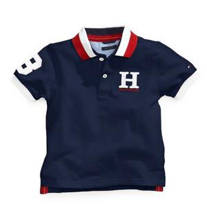 חולצת טומי 2 כפתורים כחול כהה לוגו H בצד
