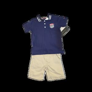 טומי הילפיגר סט 2 חלקים: מכנס ברמודה חאקי וחולצת פולו כחולה