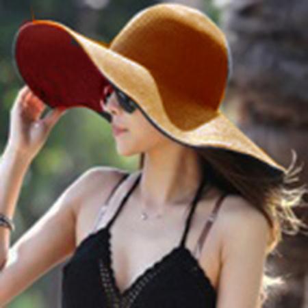 כובע רחב שוליים אופנתי לאישה במבחר צבעים