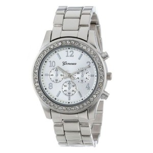 שעון אופנתי לאישה בשילוב זירקונים- צבע כסף