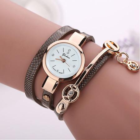 שעון אופנתי לאישה בשילוב רצועה לליפוף סביב היד