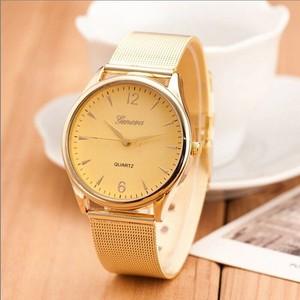 שעון לאישה במראה קלאסי
