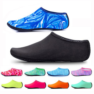 נעלי חוף / גלישה לנשים וגברים במבחר מידות וצבעים
