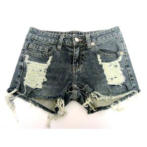 מכנס ג'ינס קצר לאישה לימי הקיץ החמים תואם מידה S