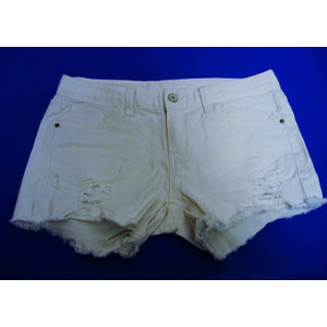 מכנסון ג'ינס קצר לאישה בצבע לבן ובמראה קרעים אופנתי תואם מידה L