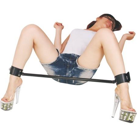 מוט מתכוונן לפישוק רגליים כולל אזיקי עור רוחב 60 עד 90 סמ
