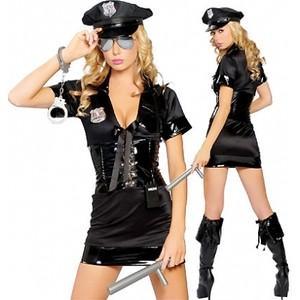 תחפושת שוטרת שלא מתביישת מכלום
