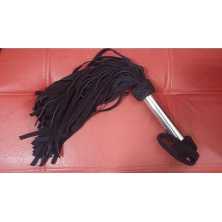 פלוגר מזמש שחור עם ידית מתכת 72 זנבות אורך 63 סמ