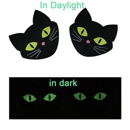 מדבקה לפטמות חתול שחור עם עיניים ירוקות זוהרות בחושך