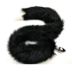 זנב ארוך בצבע שחור עם קצה לבן מפרווה סינטטית עם פלאג מתכת קטן