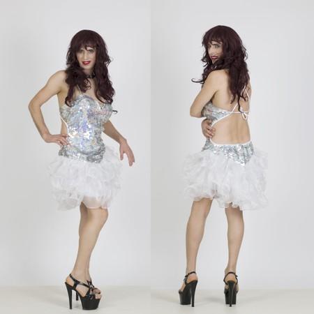 שמלת דראג כסופה עם מלמלה לבנה