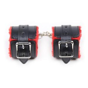 אזיקים דמוי עור/פרווה אדומה - צעצועי מין לזוגות